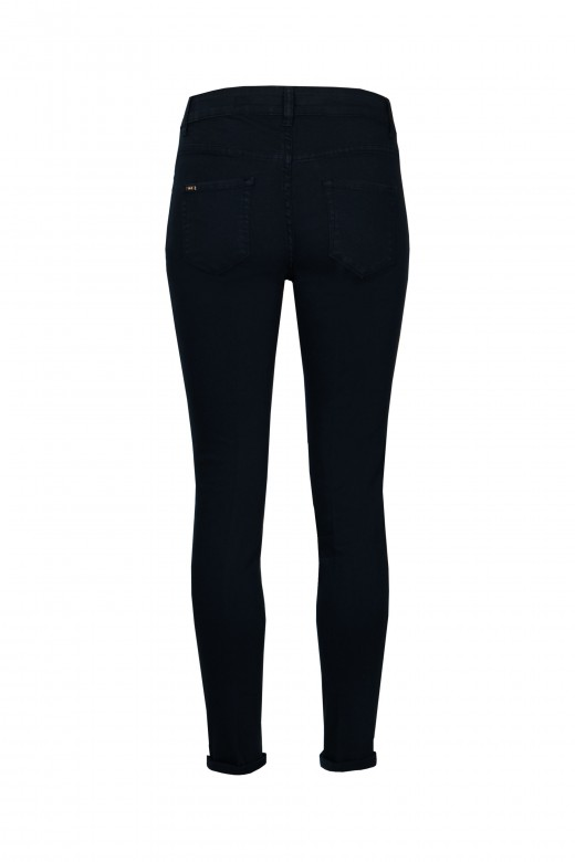 Medium waisted pants with buttons on the front
