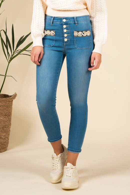 Skinny jeans rise waist embroidered pockets