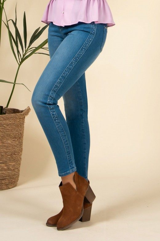 Skinny jeans com aplicação