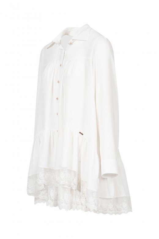Fluid blouse with lace