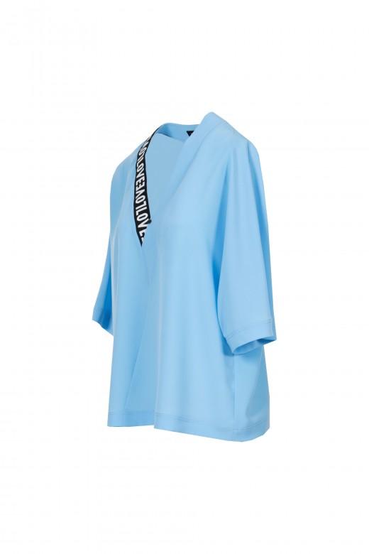 Camiseta love escote pico banda logo