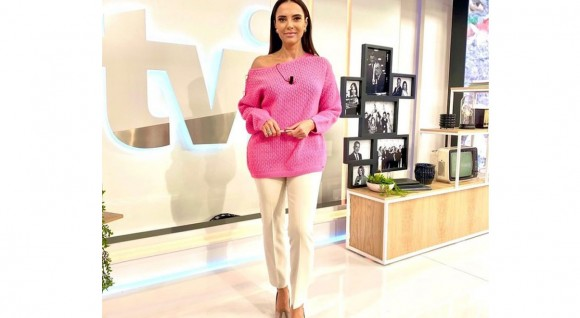 IVA DOMINGUES COM CAMISOLA FERRACHE