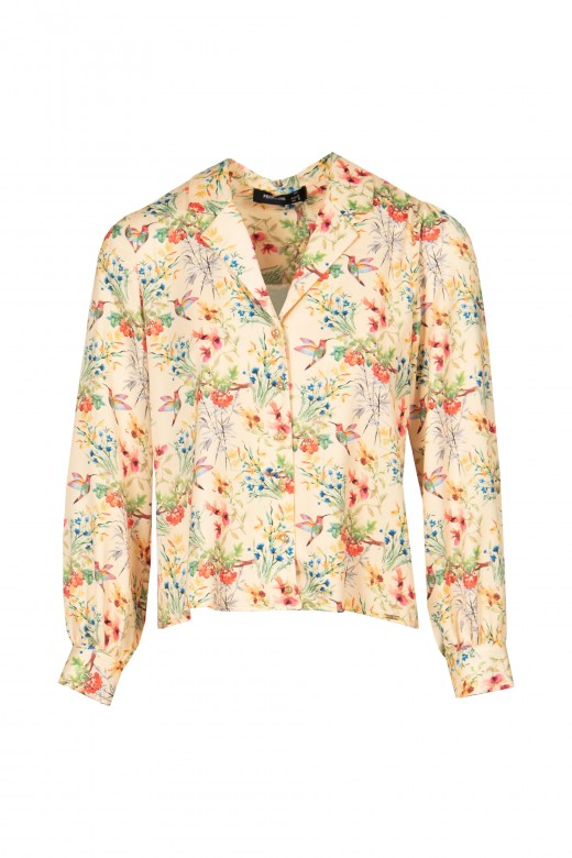 Short blouse with flared sleeve