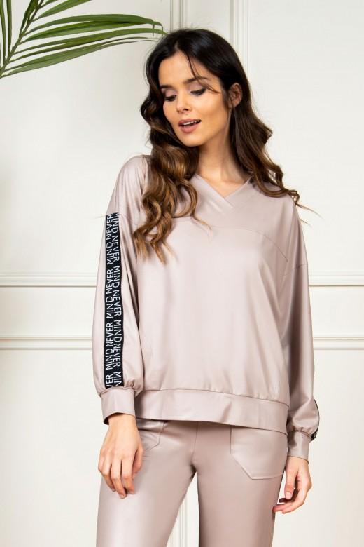 V-neck and cuff ecopele sweater