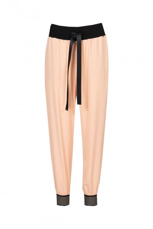 Fluid pants with elastic waist