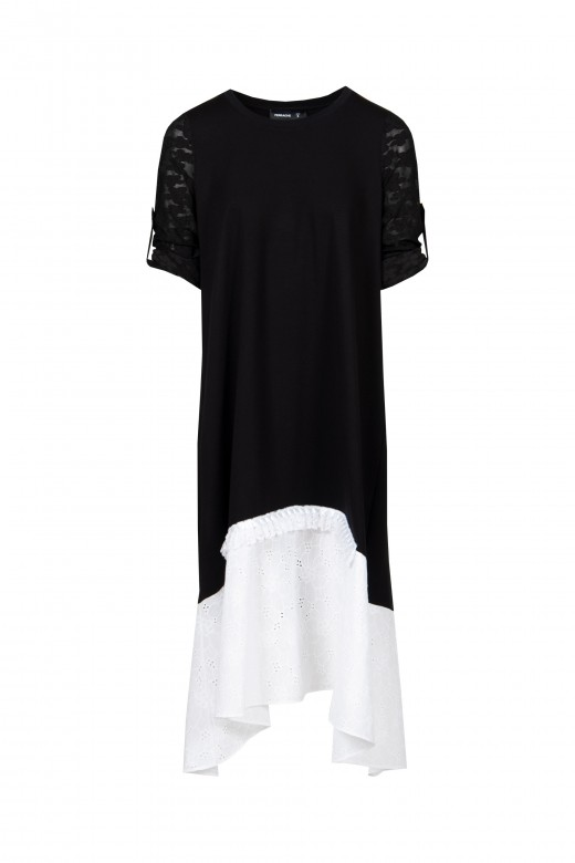 Loose-fitting dress with cutwork embroidery