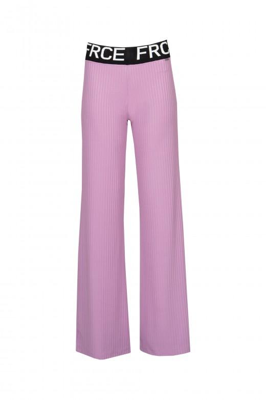 Pantalón ancho de canalé con logo de cinturón