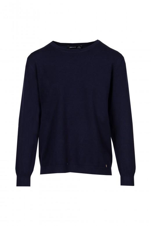 Basic knit sweater with round neckline