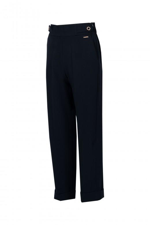 Pantalones con pinzas y pliegue inferior