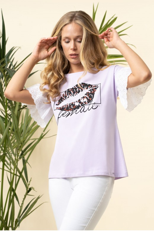 T-shirt com bordado inglês