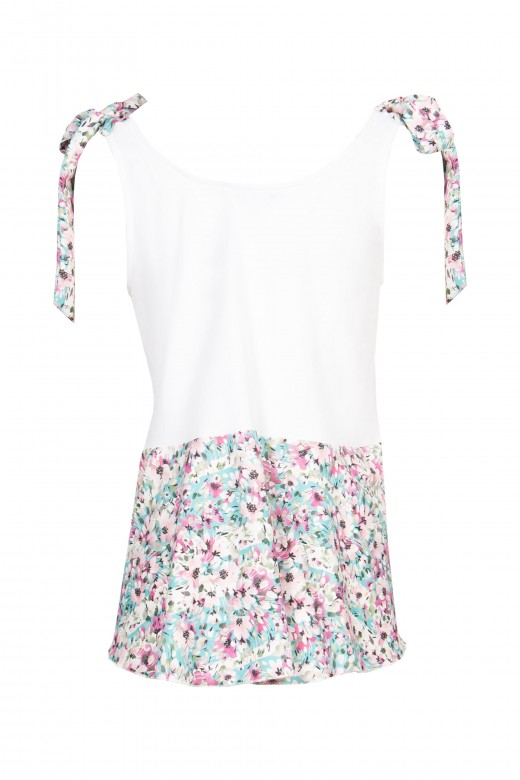 Top with loop on the shoulder