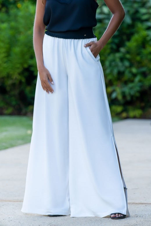 Fluid pants with contrasting belt