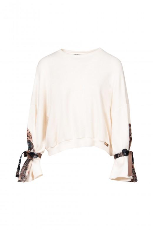 Suéter con manga combinada